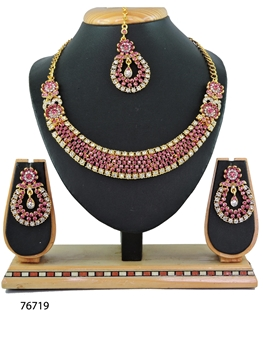 Picture of N76719 Designer Imitation Jewellery Necklace Set