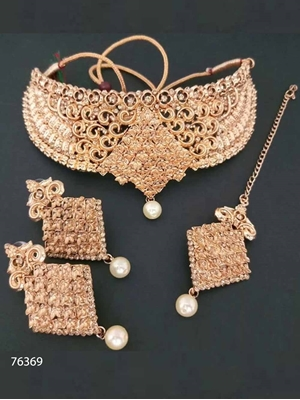 Picture of 76369 Heavy Imitation Jewellery Necklace Set