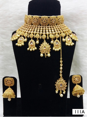 Picture of 111A Golden Bridal Wear Necklace Set With Maang Tika