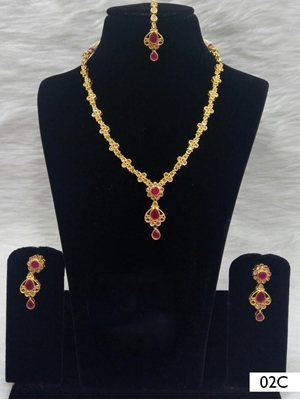 Picture of 02C Red Diamond Work Necklace Set with Maang Tika