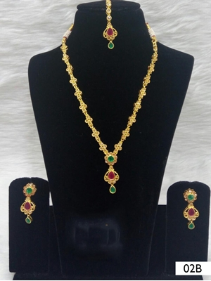 Picture of 02B Green and Red Diamond Work Necklace Set with Maang Tika